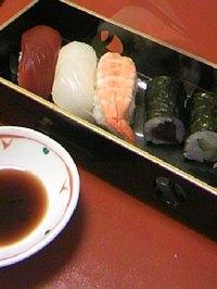 26 ホテル夕食(お寿司:鉄火・かっば・海老・烏賊・マグロ)